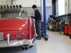 Automobiler Traum aus den 1960er-Jahren: Enzo Frey verpasst einem frisch restaurierten Facel Vega den letzten Schliff.