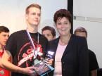 Die Zürcher Bildungsdirektorin Silvia Steiner mit Sieger Eric Meier.