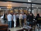 Nach dem offiziellen Teil wurden an der Bar leckere Biere von Kitchenbrew kredenzt..